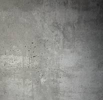 Helle Betonwand mit kleinen Löchern