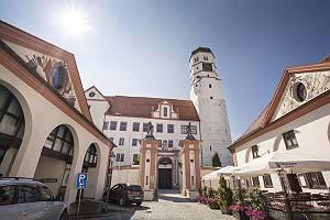 Gegenlicht Fotografie des Schlosses der Donaustadt Dillingen im