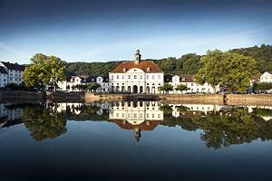 Blick über See der Stadt Bad Karlshafen in Hessen, Deutschland