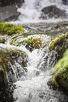 pictol-2098-wildbach-bahnt-sich-weg-durch-gestein