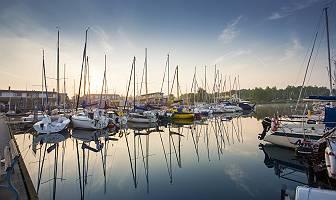 Morgenstimmung einer der Bootsliegeplätze am Cospudener See, im