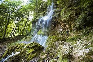 Mann am Uracher Wasserfall