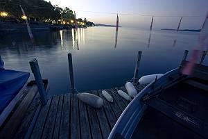 Seepromenade mit Steg am Bodensee