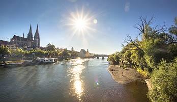 Ansicht der Weltkulturerbestadt über die Donau
