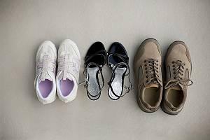Drei Schuhpaare einer Familie
