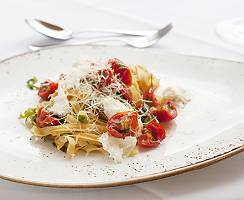 Tagliatelle mit Tomate Mozzarella