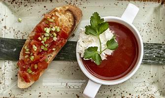 Tomatensuppe und Bruschetta