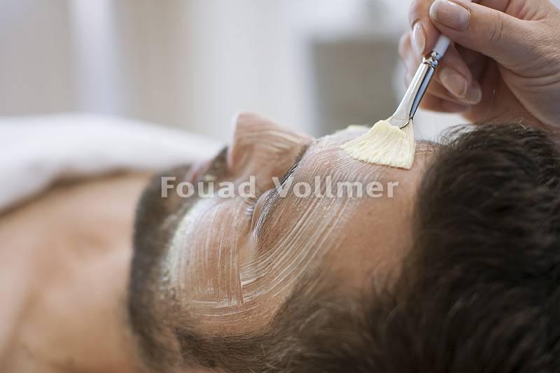Vitalisierende Gesichtsbehandlung für den Mann