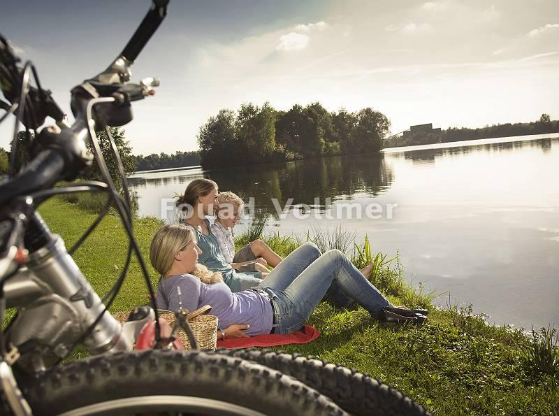 Ausflug mit dem Rad und Rast am See